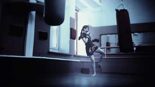 girl kickboxing mma muay thai gym