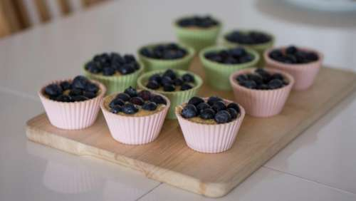 wooden chopping board cupcakes muffins