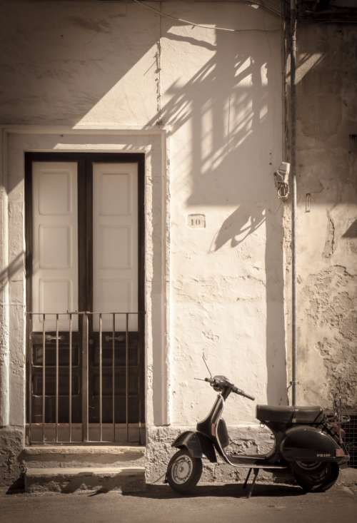scooter door doorstep dolce vita italy