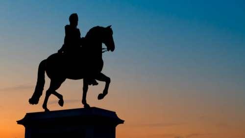horse statue silhouette paris france