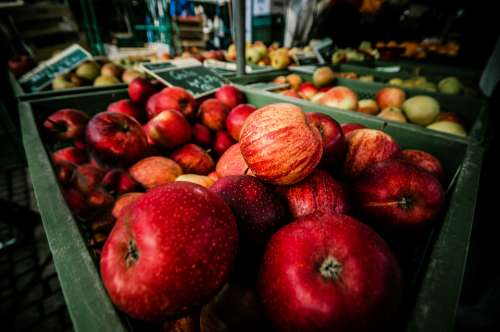 market red apples shop store