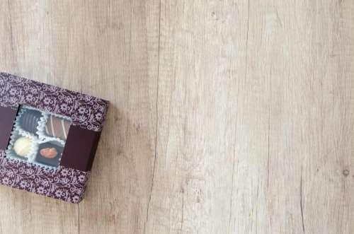 lifestyle table wood food brownies