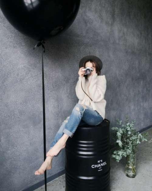 model photographer camera soot lens