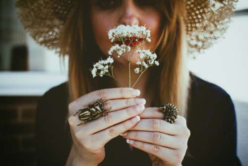 woman flower smell rings hat