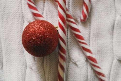christmas day red ball polkagris