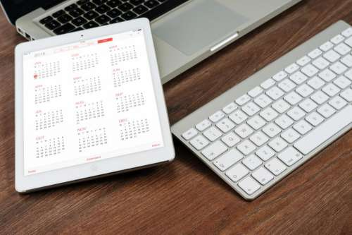 ipad tablet calendar time keyboard