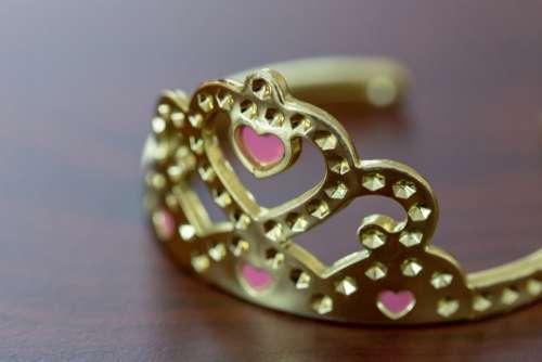 shiny gold crown object macro