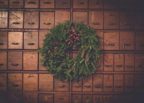 brown wooden box green wreath