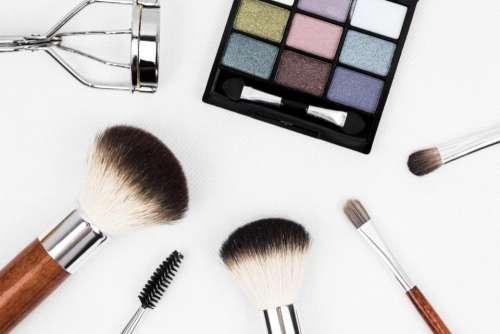 brush make up white beauty mascara