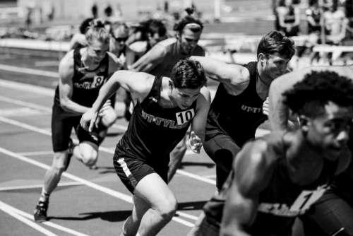 running people men black and white marathon