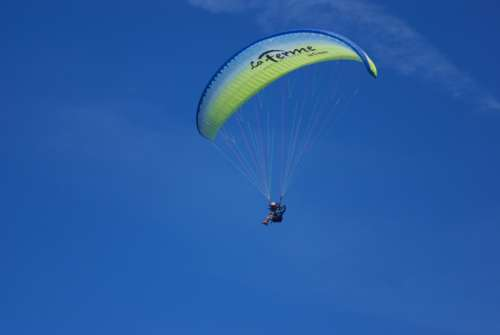 paraglide fly free sky blue