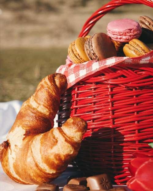 picnic food bread dough basket
