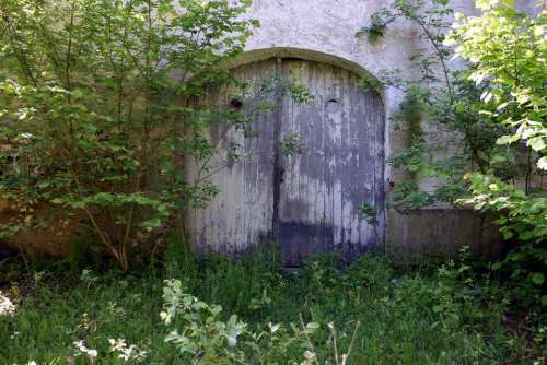 barn barn door farm farm buildings abandoned