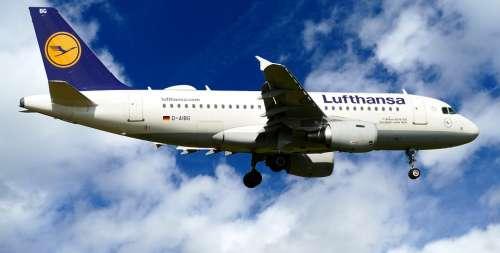 Aircraft Lufthansa D-Aibg Airbus A319-100 Landing