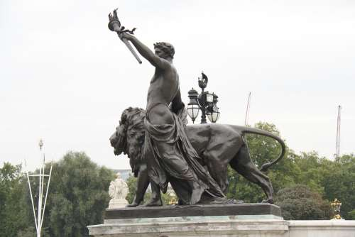 Buckingham Palace Sculpture London England Statue