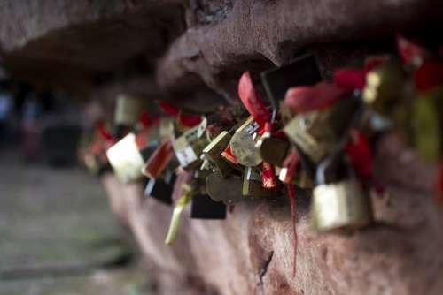 Concentric Lock Lock Love Shek Pik Cliff
