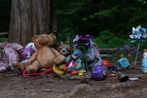 Graveyard Child Creepy Toys Cemetery Emotion Sad