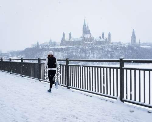 running urban exercise runner snowing