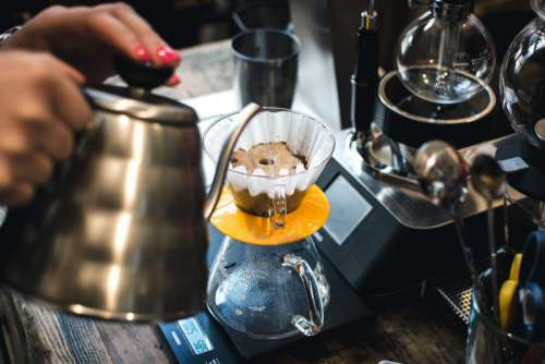 Brewing V60 filter coffee