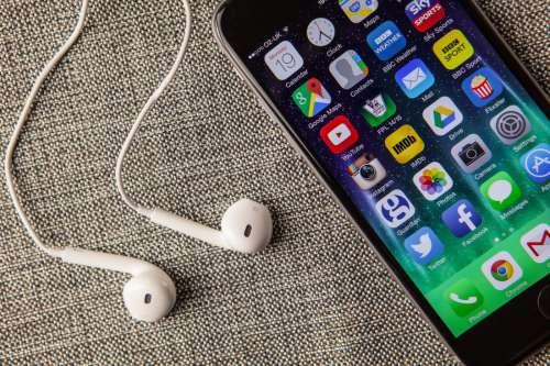 iPhone 6 & Earphones