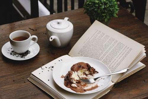 Cake, Tea & Book in Cafe
