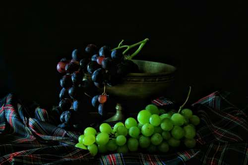 Black & Green Grapes