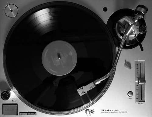 Black & White Turntable