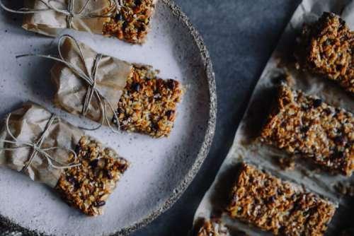 A Healthy Granola & Peanut Snack Bar