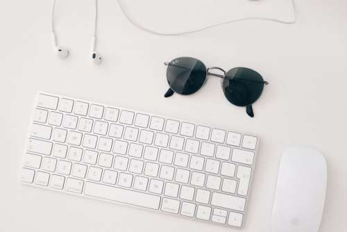 Minimal Mac Keyboard & Mouse Free Photo