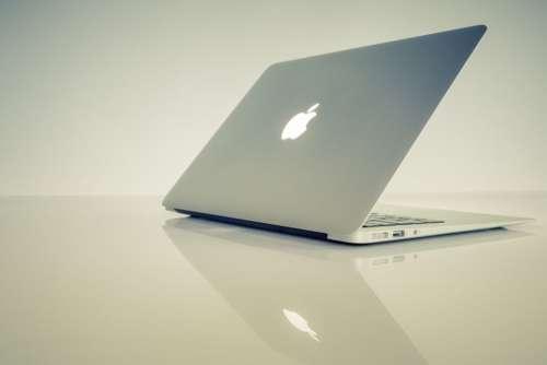 MacBook Minimal Reflection Free Photo
