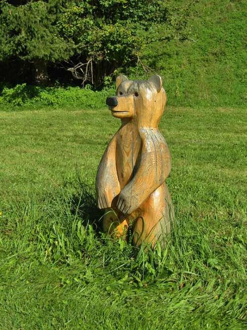 Bear Wood Figure Statue Meadow Rush Green