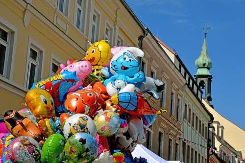 Luftballons Heliums Schlumpf Biene Maja Turm Stadt