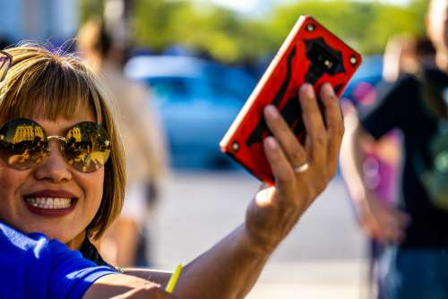 Selfie Phone Specs Holiday Travel Posing