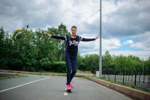 girl skateboarding in the Park