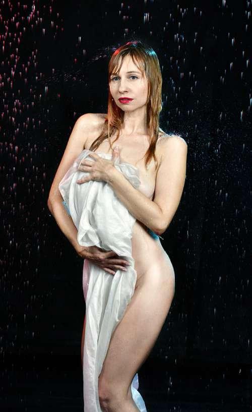 Rain Spray Wet Body Shooting Drops Nude Girl