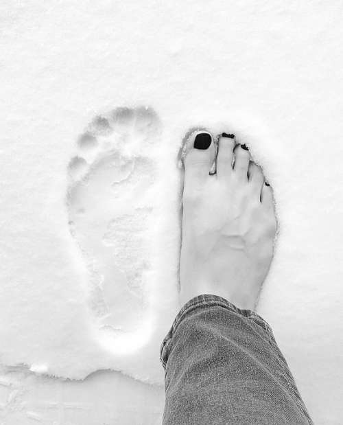 Feet Alone Black Toes Winter Snow Jean Cute