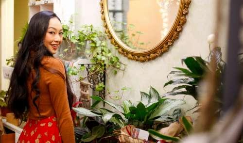 woman mirror fashion shopping girl