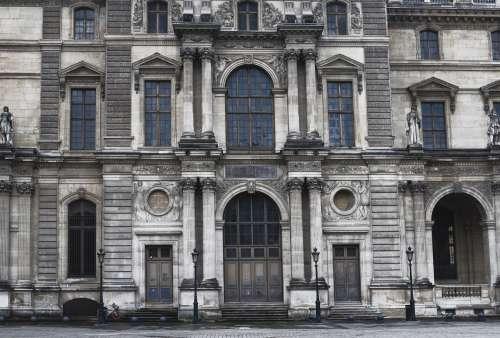 Large Ornate Building Photo