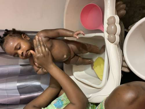 child, kid, baby, wash, shower, bath, woman, girl, clean, hygiene, water, family, mother, mom, people