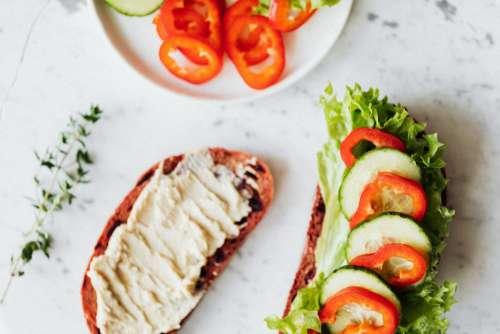 Breakfast sandwich with hummus - lettuce - sweet pepper - cucumber