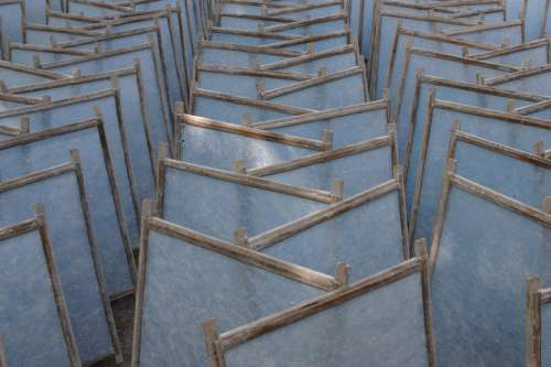 Crosswise rows of chairs