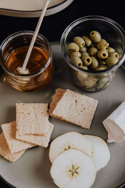 Healthy snacks - crispbread - apple - olives