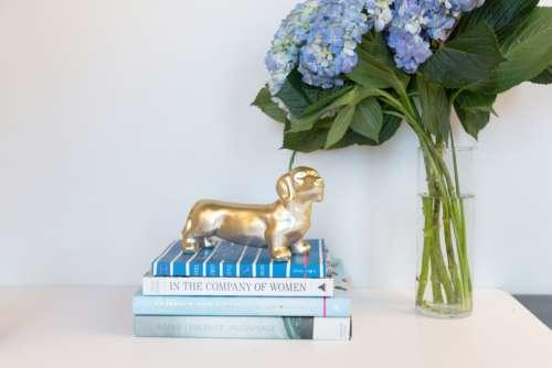 desk flowers vase office books