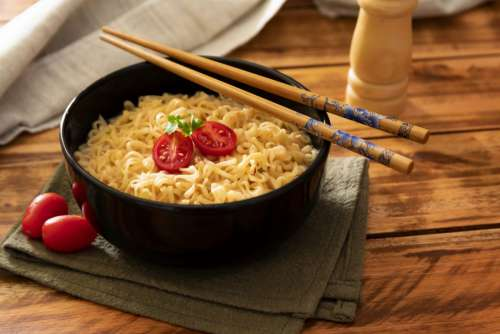 Noodles with tomatoes