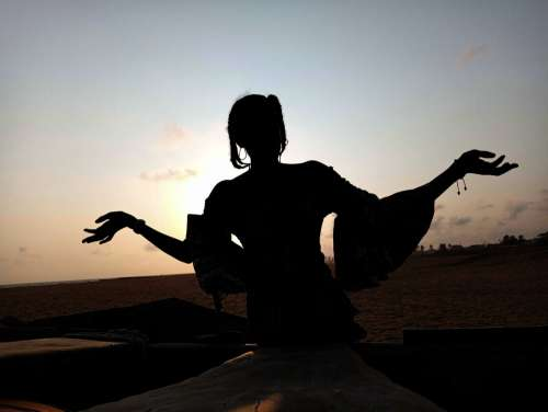 sunset, silhouette, dawn, people, woman, evening, sun, landscape, dusk, shadow, beach, pose, posture, gestural