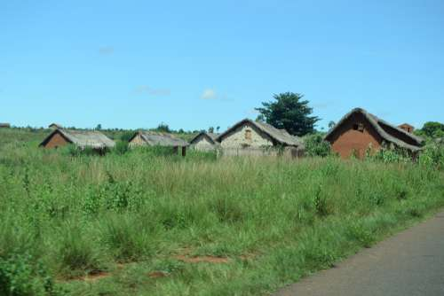 bush, hut, dwelling, rammed earth construction, countryside, village, straw roof, roadside, craft house