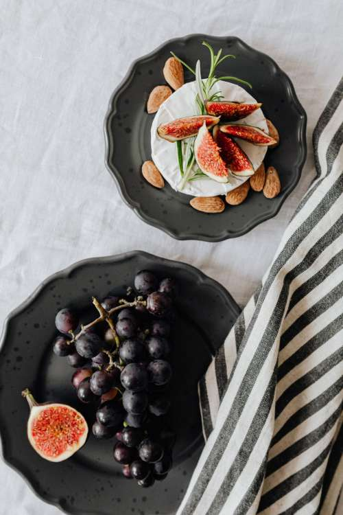 Camembert with figs - almonds - maple syrup